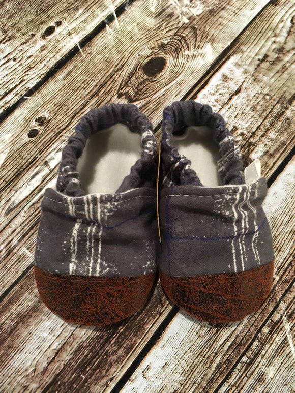 Charcoal with White/Blue Sketchy Lines with Leather Toe (9-12 months)