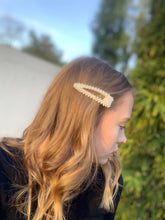Load image into Gallery viewer, A POP LIFE  Vintage Pearl Hair Clip