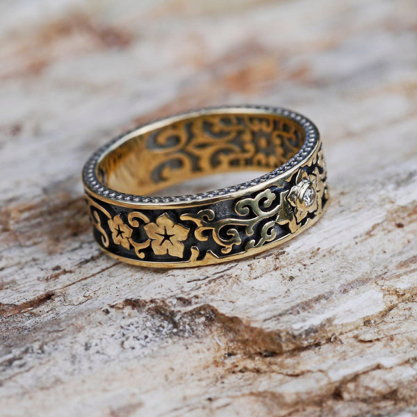 14K Gold Wedding Band with Diamond - blacktreelab
