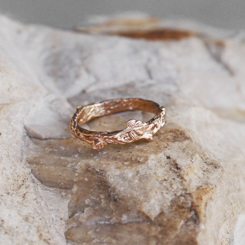 "14K Gold Flower Wedding Band ""Mio"""