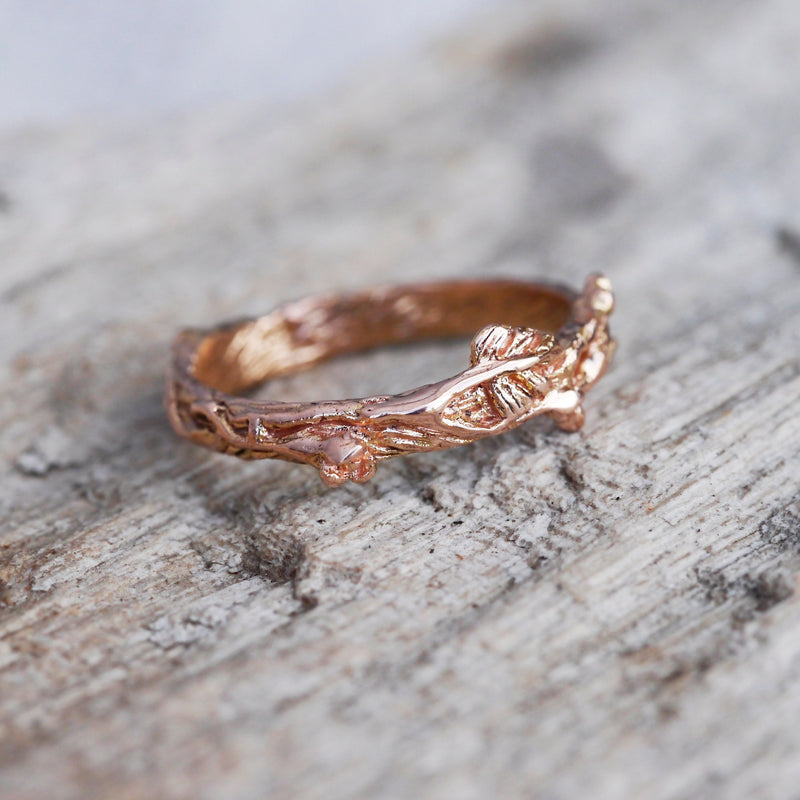 "Twig Gold wedding band ""Mio"""