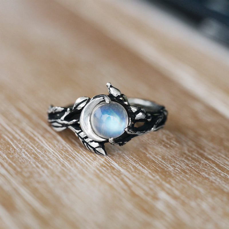 "Silver Moon Ring with Moonstone ""Luna"""