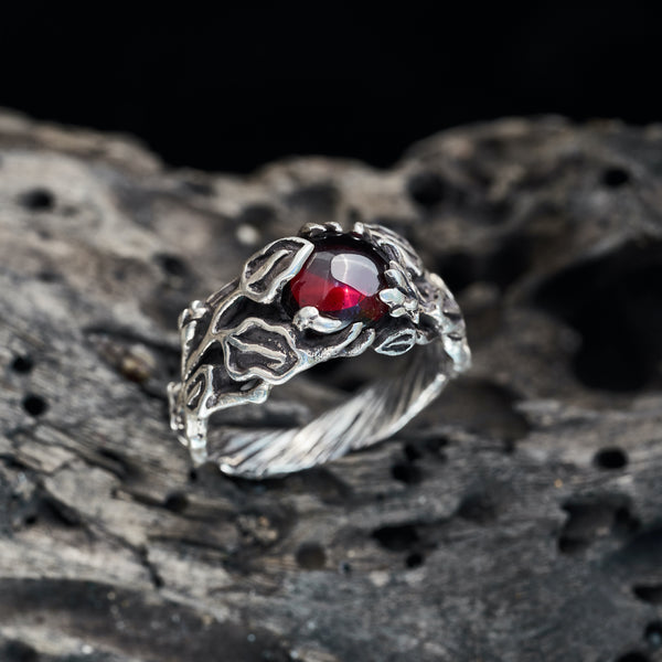 "Garnet Ring ""Freesia"""