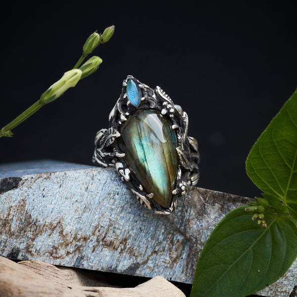 Labradorite ring - Statement ring