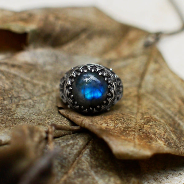 "Sterling Silver Labradorite Ring ""Sphynx Cat"" - blacktreelab"
