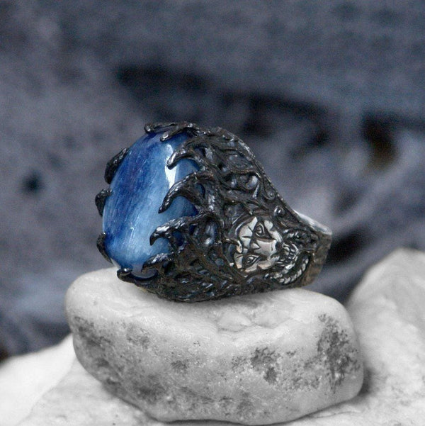 "Sterling Silver Ring with Kyanite ""Wise Lion"" - blacktreelab"