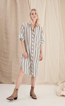 Load image into Gallery viewer, GESTUZ  Gunna Long Shirt Dress