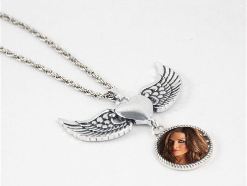 Dangle Snap Wing Necklace