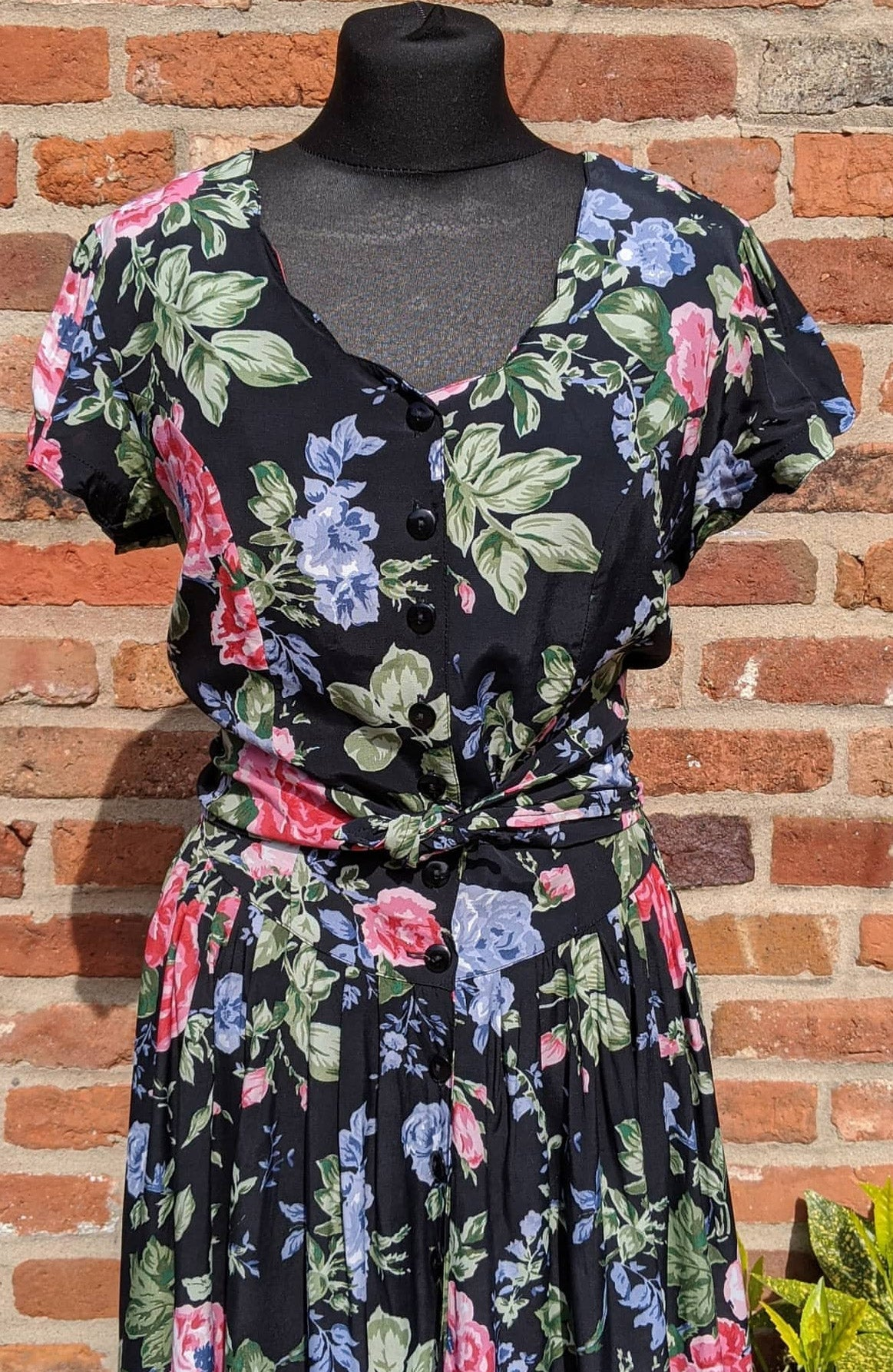 Retro dark floral 90s dress approx size 10/12