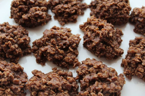 These chocolate oat cookies are a great low-sugar summertime snack