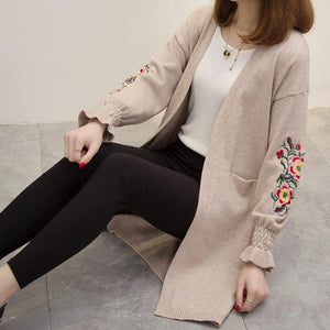 A long paragraph sweater coat, 2017 new Korean embroidered bubble sleeve loose knit cardigan female split thickening-rodewe