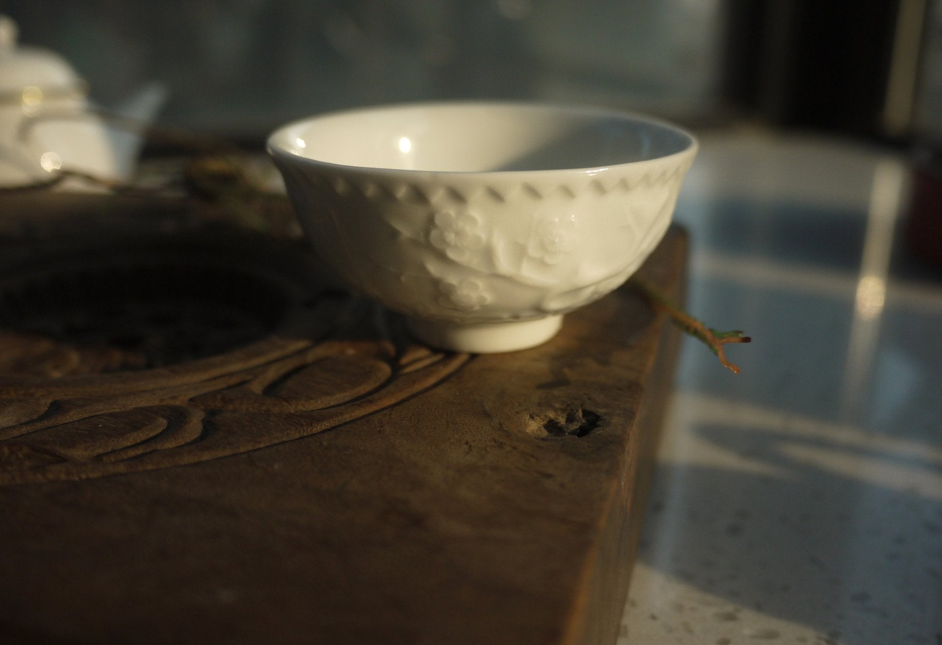 Antique Style Wintersweet Hand-sculpted Gongfu Teacup|Best Ceramics