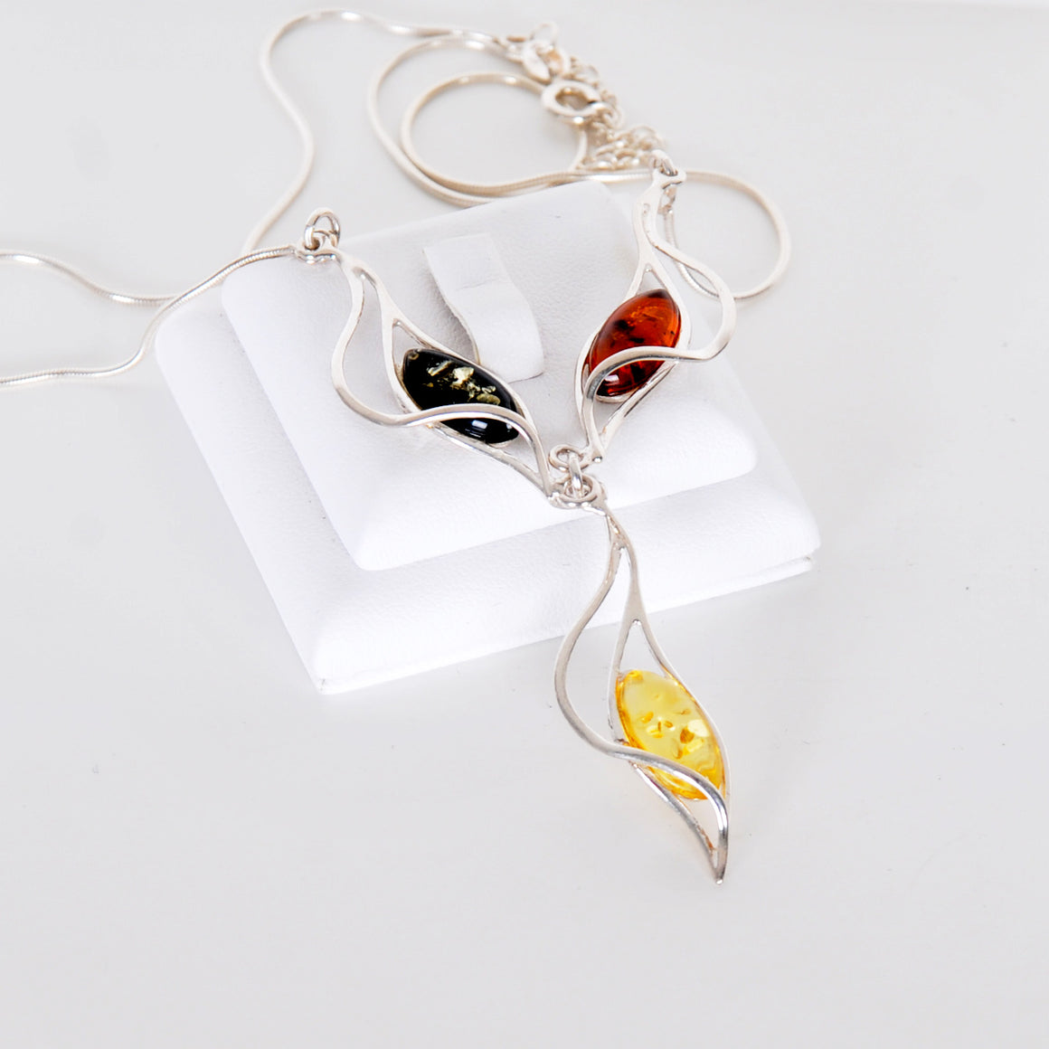 Three-color amber necklace