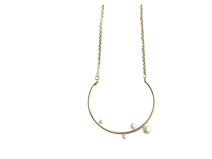 Curved Pearl Necklace