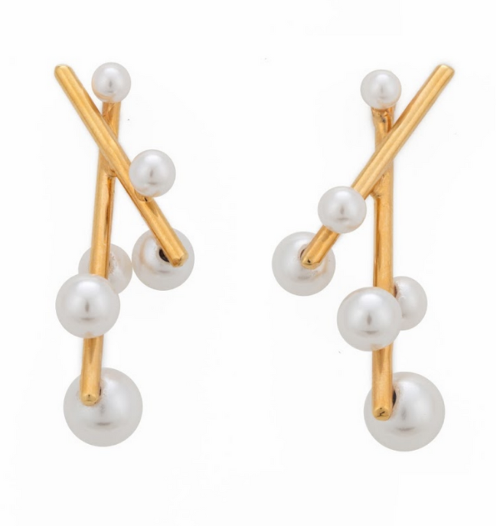 Diagonal Lineal Pearls Earrings