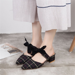 Thick with bow pointed sandals