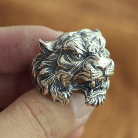 Image of New Tiger 925 Sterling Silver Ring in model fingers from Almas Collections