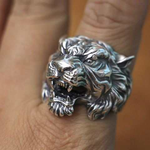 Image of New Tiger 925 Sterling Silver Ring on model finger from Almas Collections