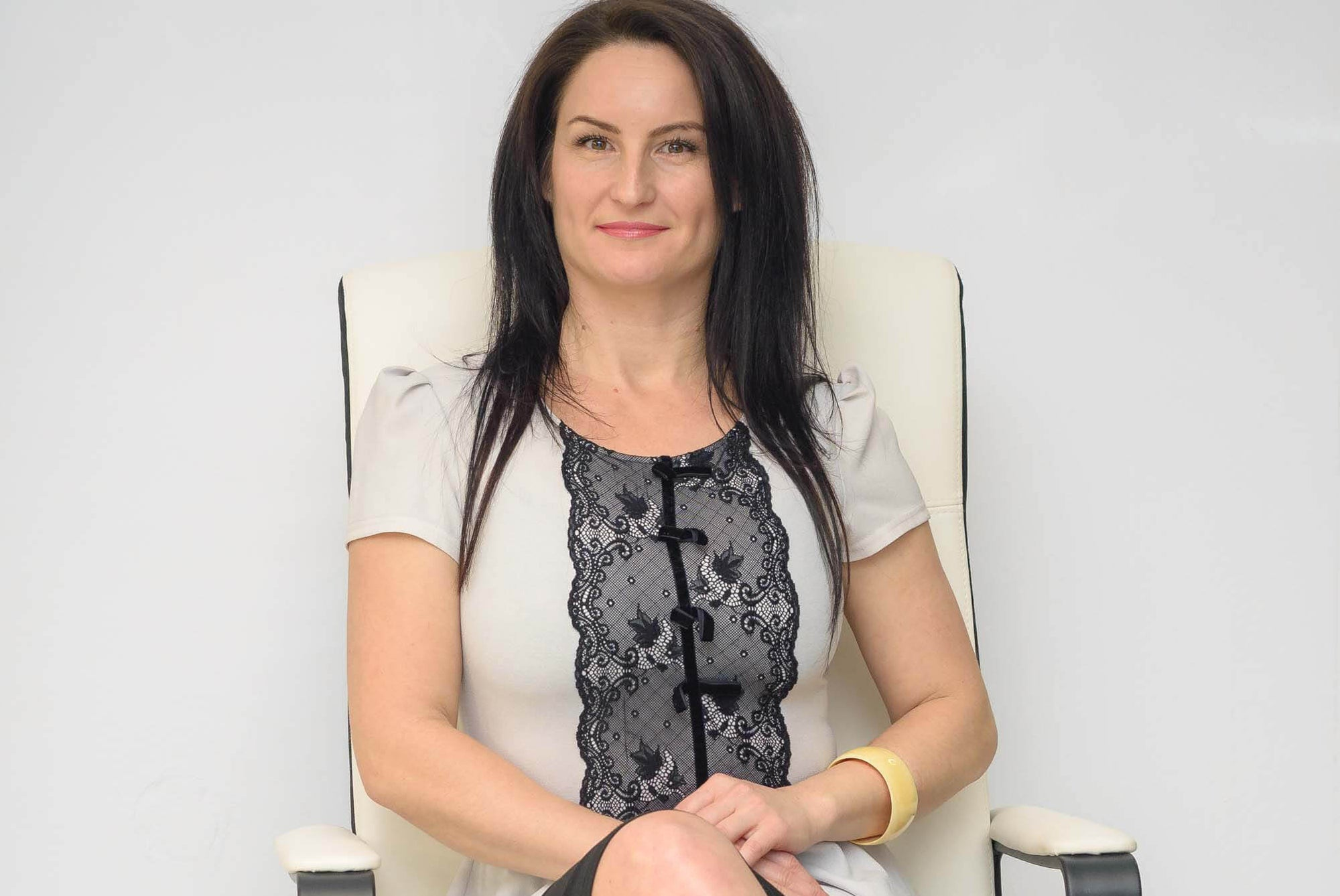 Veronica Popescu: Fondator Era Beauty – Your Beauty Academy & Beauty Trainer