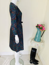 Load image into Gallery viewer, Vintage Paisley Print Dress