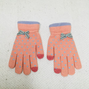 Retro style peach polka dot touchscreen gloves