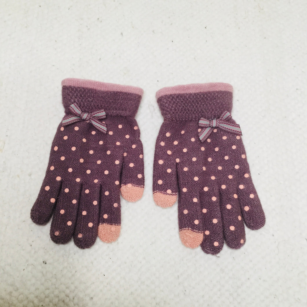Purple polka dot touchscreen gloves
