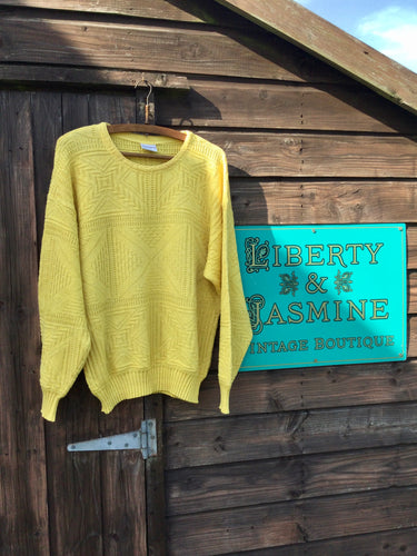 Yellow jumper with round neck and stitch detail