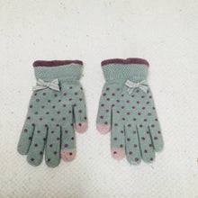 Load image into Gallery viewer, Retro style mint green polka dot touchscreen gloves