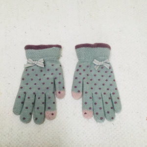 Retro style mint green polka dot touchscreen gloves