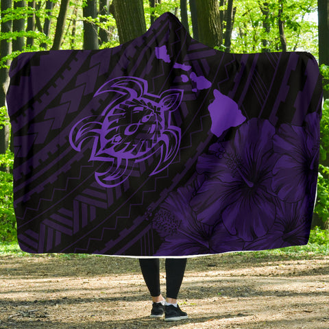 Hawaii Sea Turtle Is Swimming Toward Hooded Blanket Purple - AH - J5 - Alohawaii
