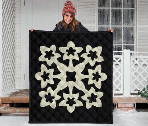 Image of Hawaiian Premium Quilt Royal Pattern - Beige