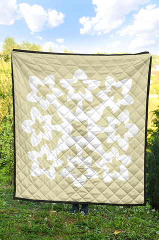 Hawaiian Premium Quilt Royal Pattern - Beige And White