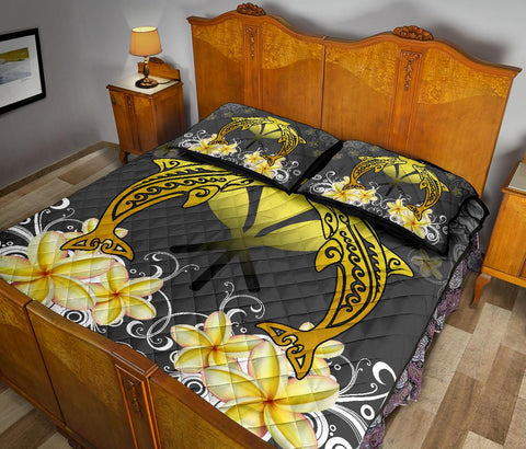 Image of Hawaii Kanaka Dolphin Yellow Plumeria Polynesian Quilt Bed Set - Bustling Style