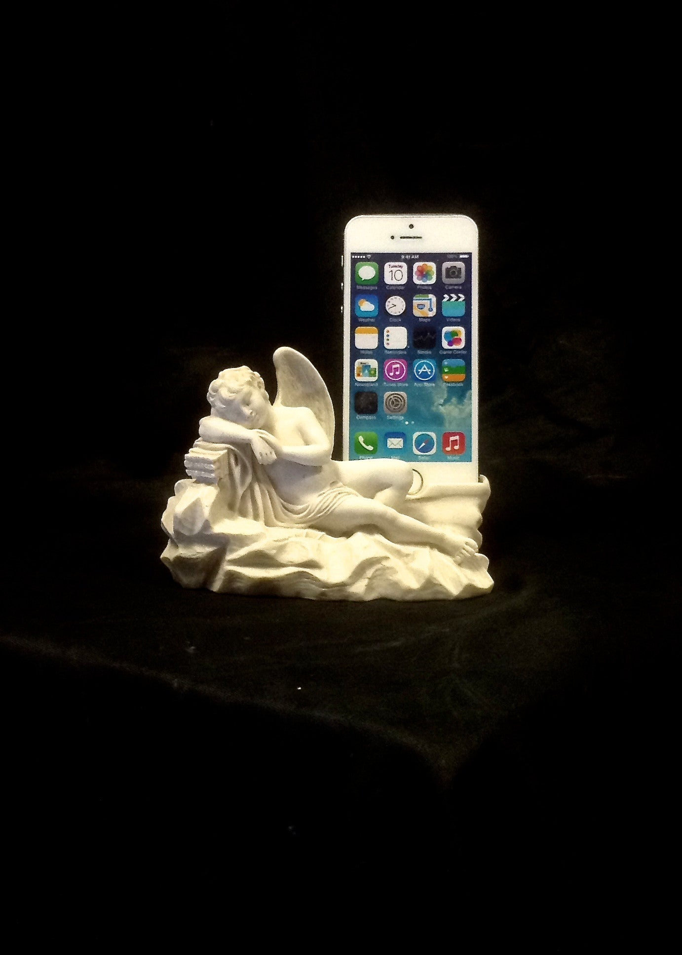 Resting Cupid iPhone 5s Dock Stand