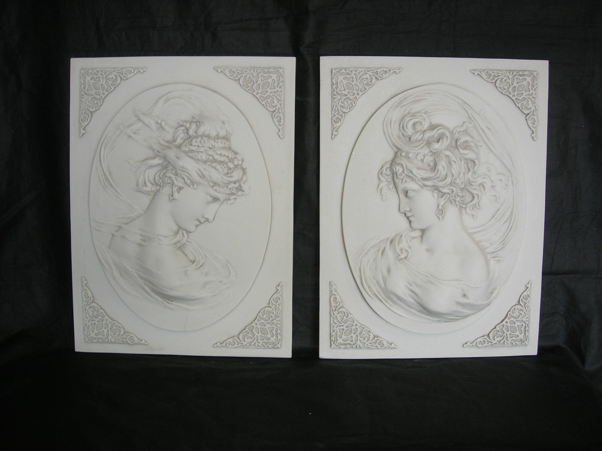 Lady Head Oval On Square Back Pair