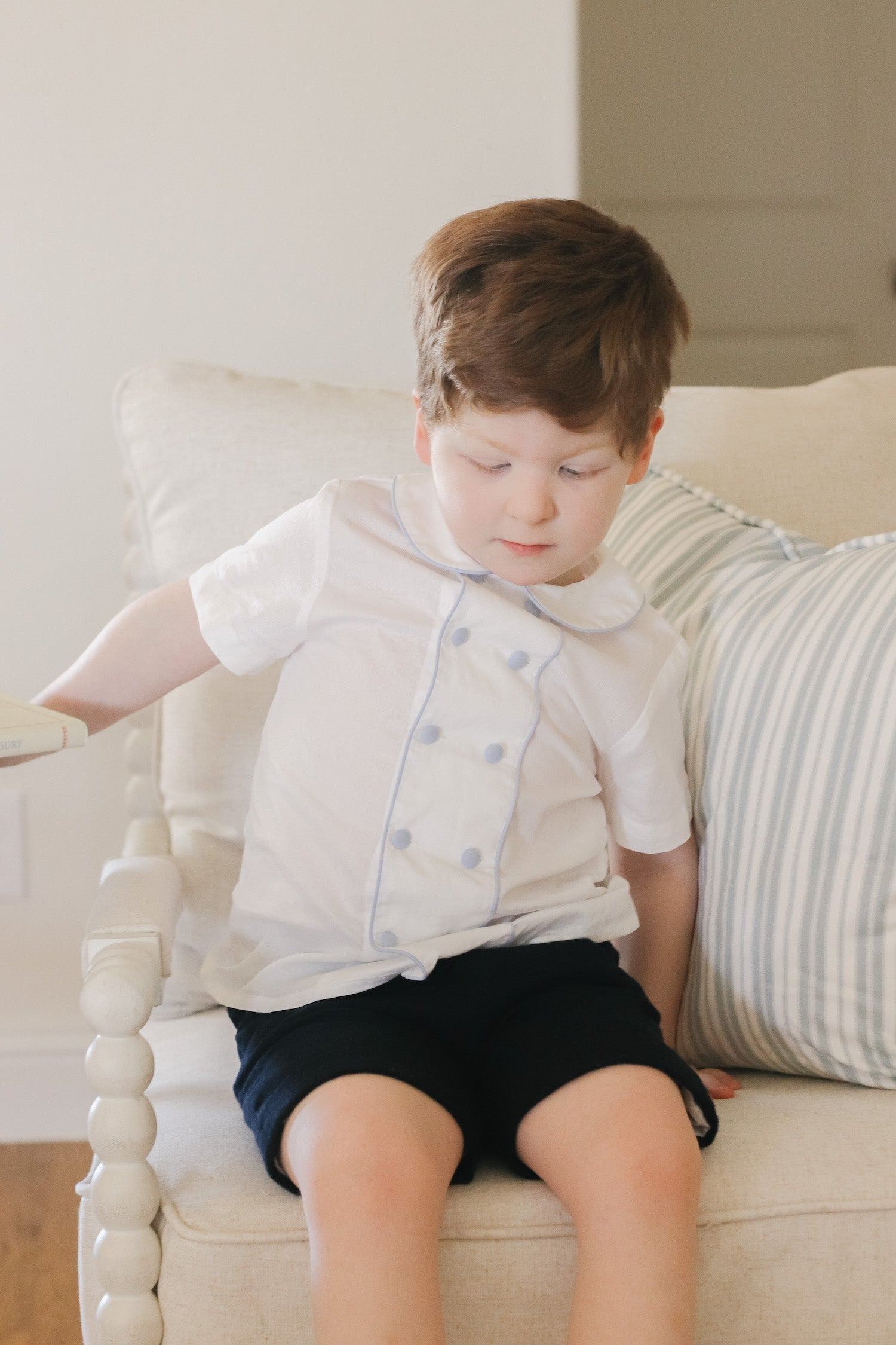Double breasted buttoning Peter Pan collar shirt for children's portraits