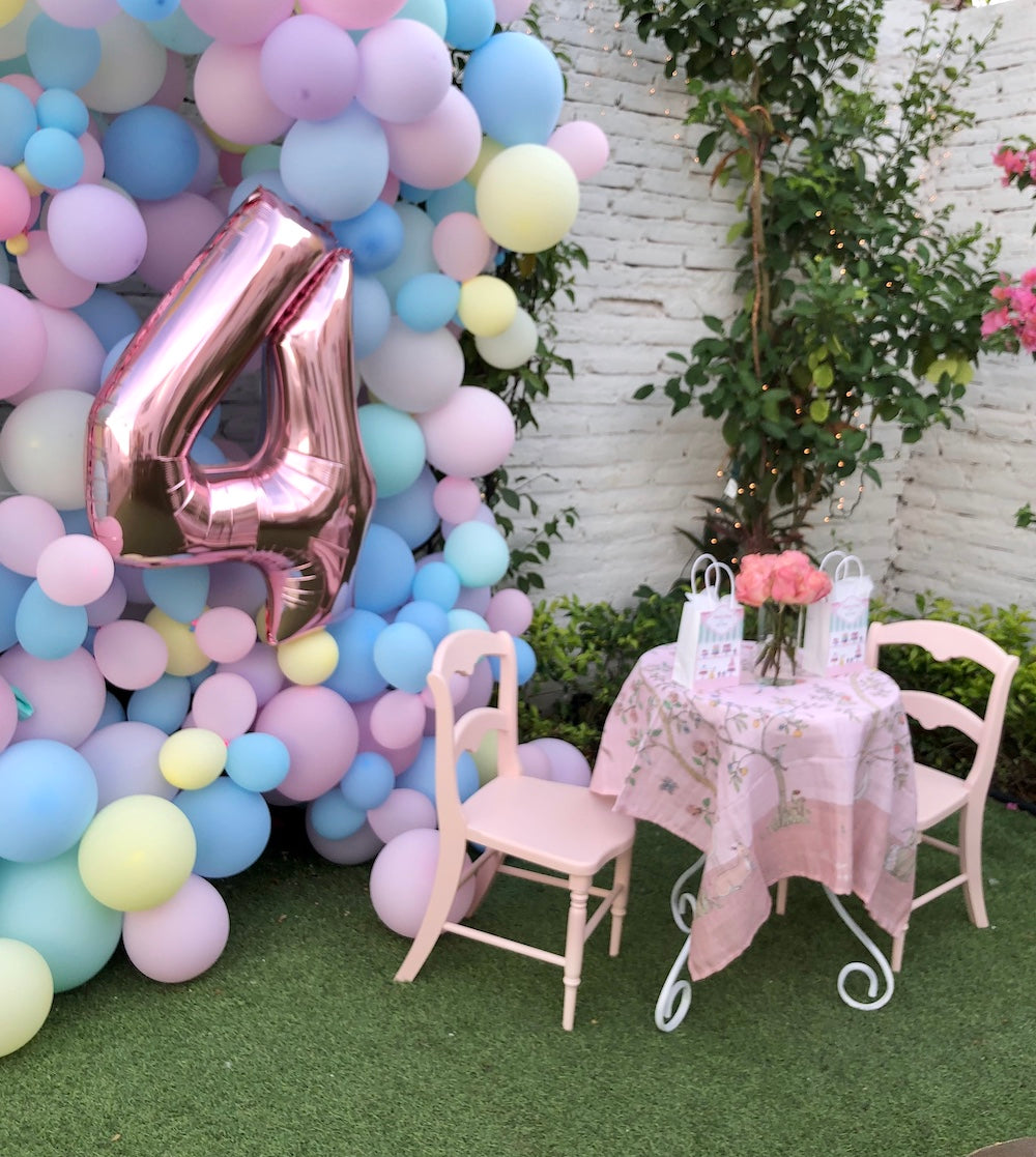 Charlotte sy Dimby dress and Claris the mouse in Paris children's party inspiration balloons