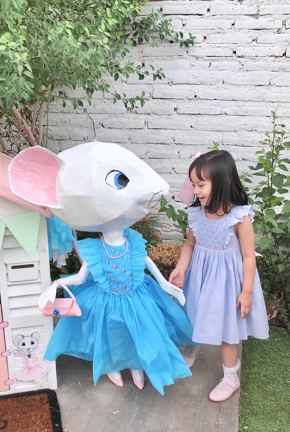 Charlotte sy Dimby and Claris the mouse in Paris party inspiration for children pinata