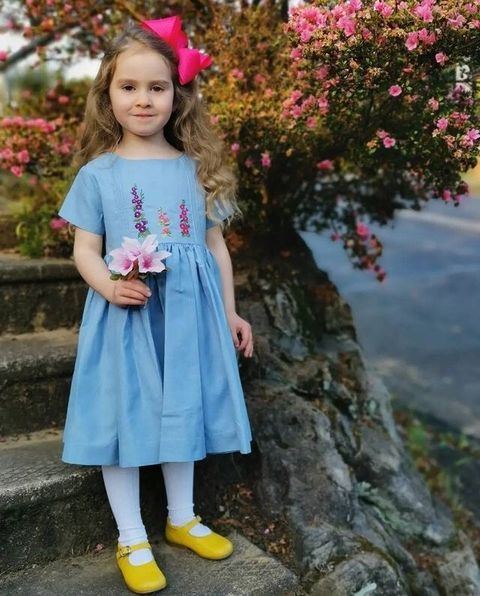 """<img src=""""https://cdn.shopify.com/s/files/1/0057/4439/4355/files/image1.png?v=1631636052"""" alt=""""Charlotte sy Dimby and Shari traditional child portrait in smocked dress"""" width=""""500"""" height=""""667"""" />"""