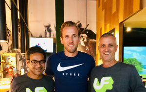 Harry Kane Swings by Urban Fairways