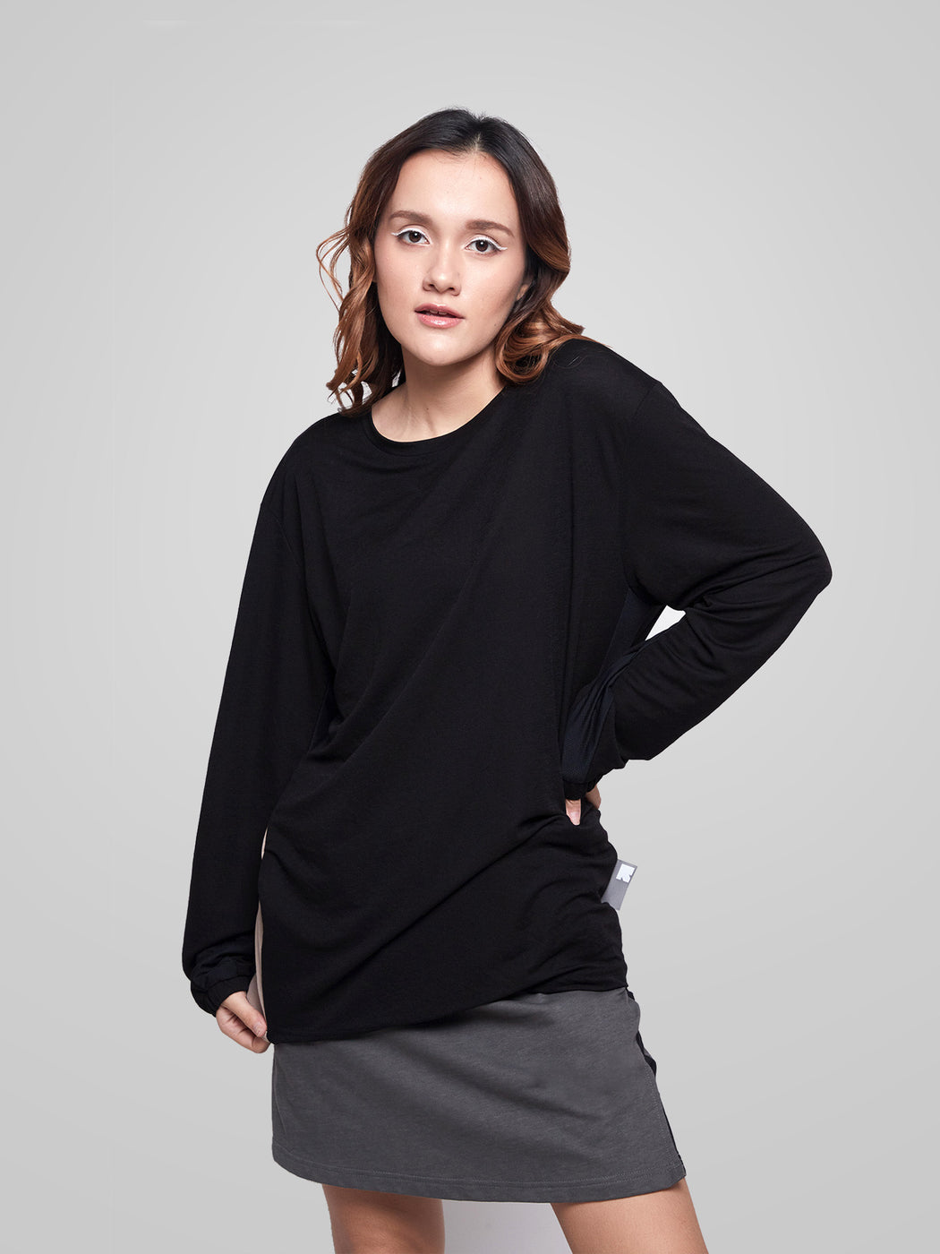 Unisex Essentials Long Sleeves Female T-shirt