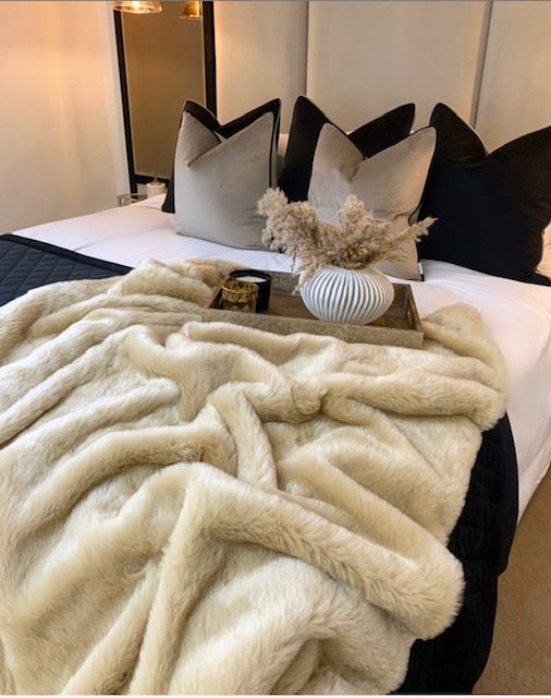 Teddy Faux Fur Throw - Limited edition