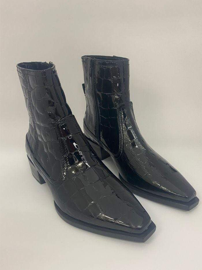 Kennel & Schmenger Shoes Kennel & Schmenger Patent Chelsea Boots in Black 41-44030-370 izzi-of-baslow
