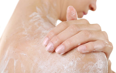 WHAT MAKES THIS EXFOLIATING BODY SMOOTHER WORK?