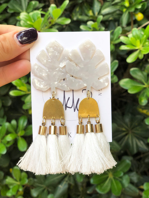 White Resin Palm + White Tassel