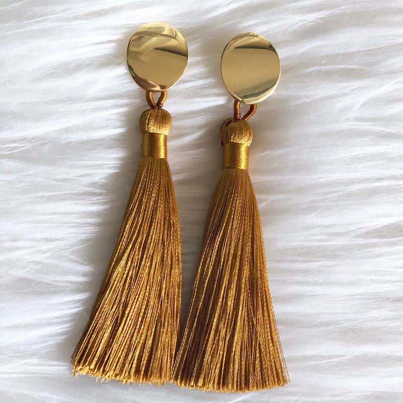 Gold Tassel Oval