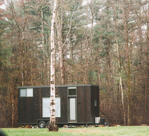 Living in a tiny house can be really bohemian and charming plus it's a great exercise to try to make a small space as functional and as practical as possible without stripping it of its beauty