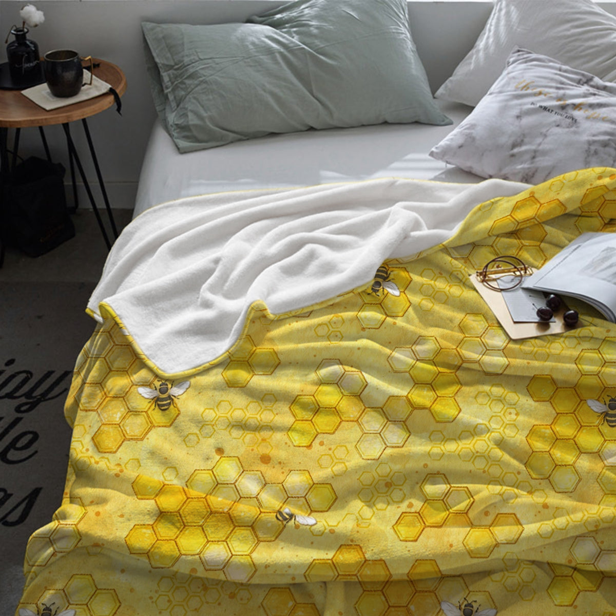 """Comfy Bee"" Throw Blanket"