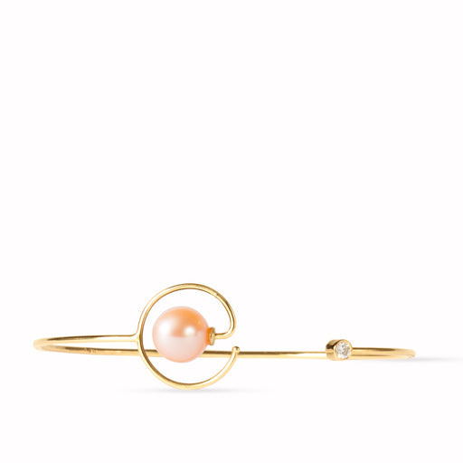 gold bracelet with pearl and diamond