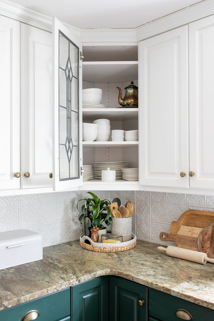 A full kitchen tour with before and after kitchen organization ideas and quick tips to make it extra functional and clutter-free.